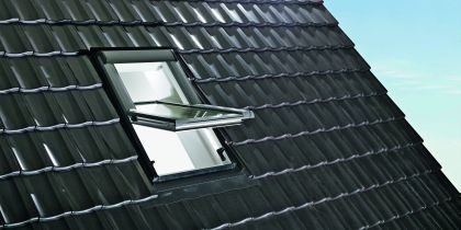 Kyvné střešní okno plastové ROTO WDF R45 K W Al